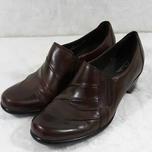 Clarks 89488 brown leather loafers size 8M